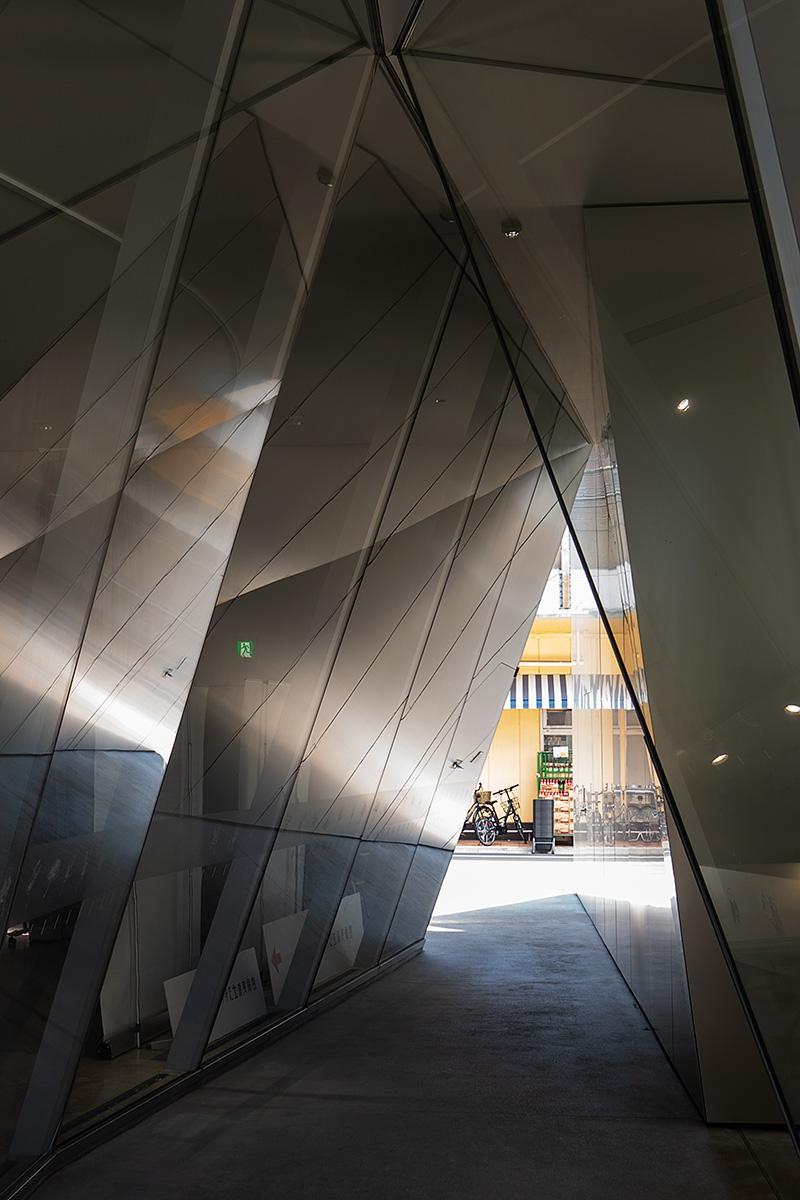 Blick aus dem dreieckigen Eingangstor