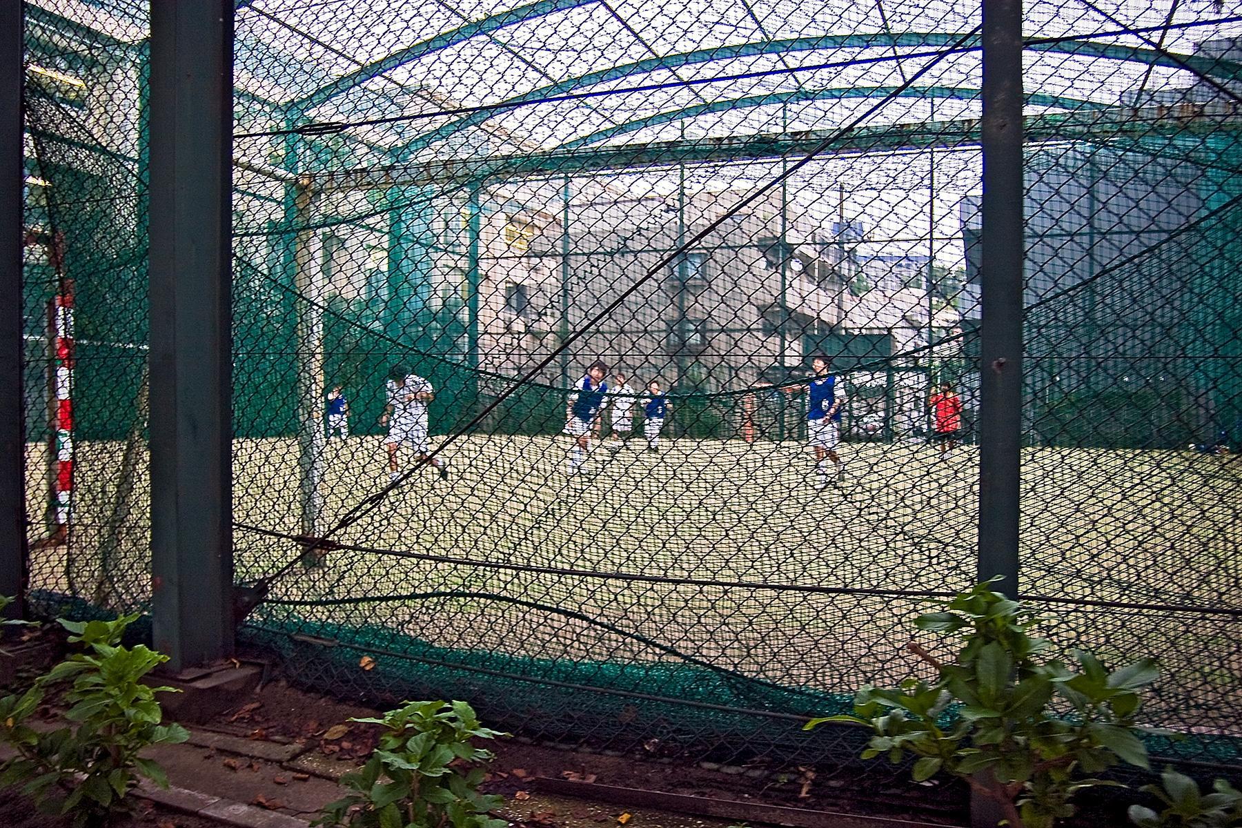 Sportplatz im Beitrag Tokio: Urbanes Kleinod auf der Seite Stadterkundung.com