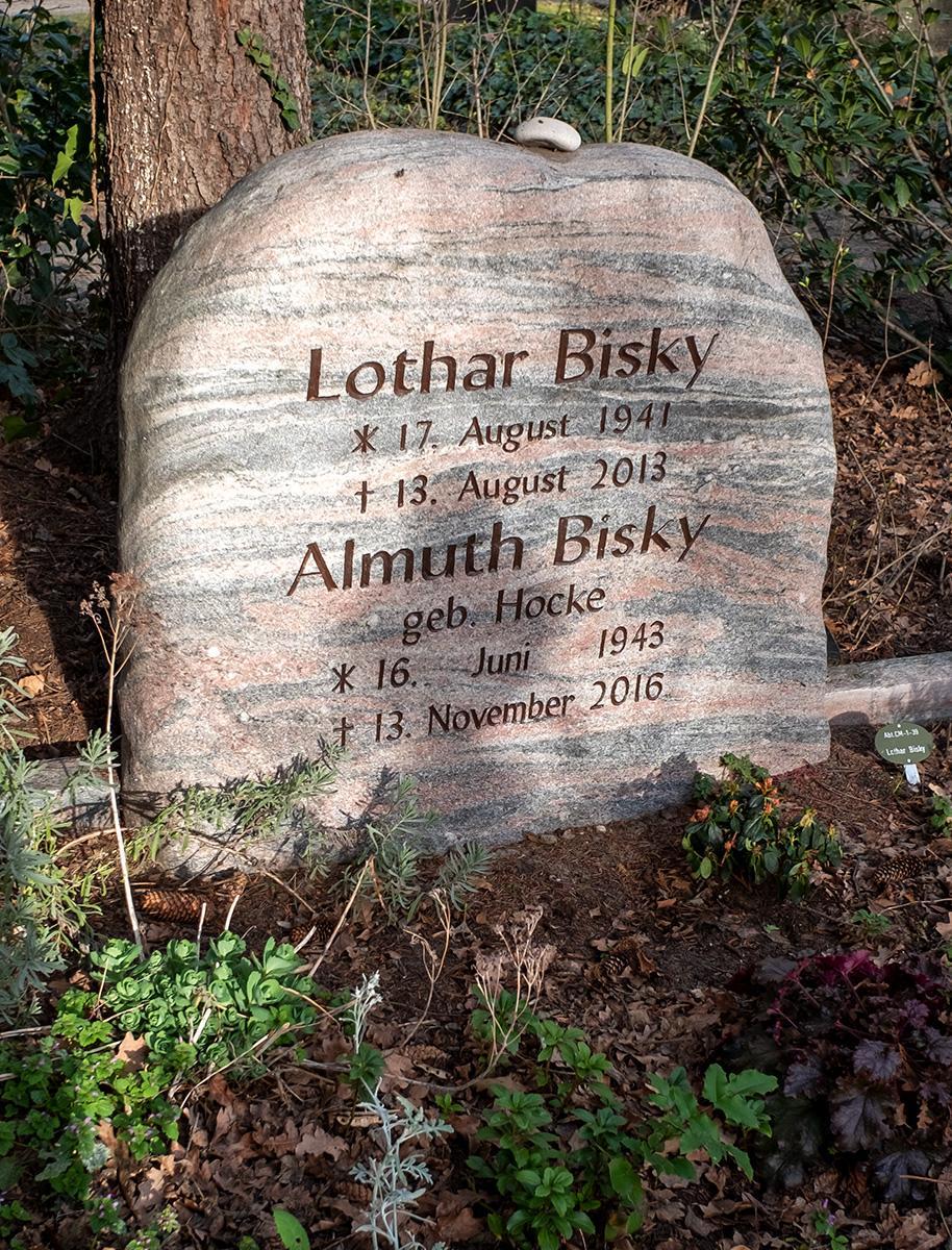 Das Grab von Lothar und Almuth Bisky auf der Seite Stadterkundung.com